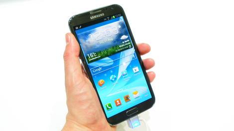 Samsung Galaxy Note 2 hits UK pre-orders