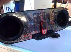 Sony unveils customisable iPod dock