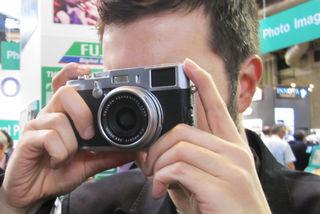 Fuji X100 hybrid viewfinder